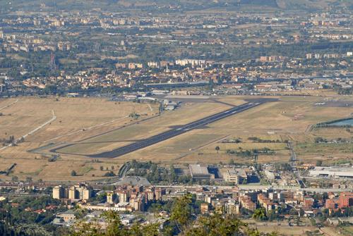 L'aeroporto di Firenze visto da monte Morello
