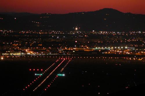 Veduta notturna della pista da monte Morello