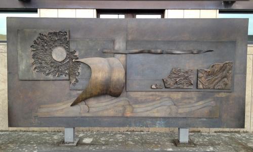 """L'opera """"Il viaggio di Amerigo Vespucci"""" dello scultore Romano Lucacchini donata dal Lions Club Firenze in occasione del quinto centenario dello sbarco del navigatore nella baia di Todos los Santos, Salvador Bahia e in occasione degli 80 anni dell'aeroporto"""