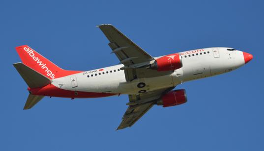 Boeing 737-500 della Albawings che ha inaugurato il volo da Tirana in collaborazione con Blu-express.